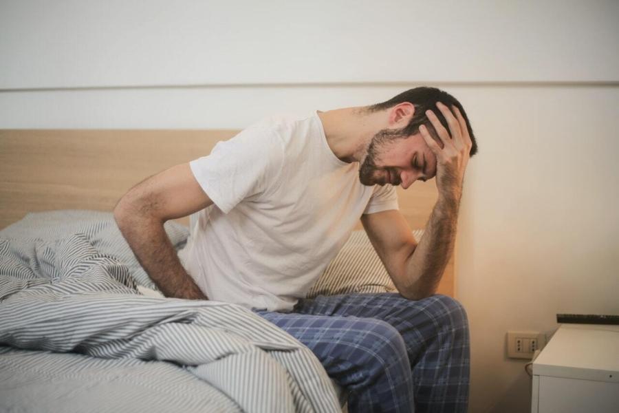 Ziekteverzuim terugdringen man ochtend
